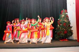 Asian child dancers performing for guests at The 4th Annual Asian Chamber Gala